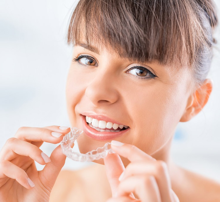 Invisible aligners for a revitalised smile